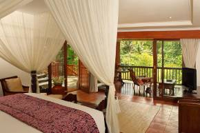 Bedroom in Bali. Treetop Suites.